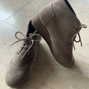 Toms girls beige suede ankle booties